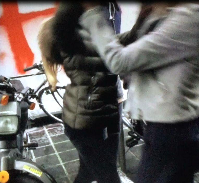 de 'Zehbi's' in Brugge filmden net zoals deze tieners in Blankenberge hun vechtpartijen