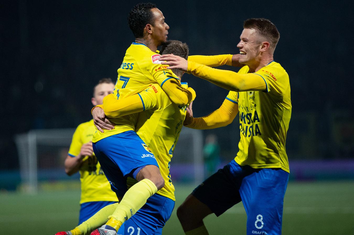 Jarchinio Antonia, Robert Mühren en Jacobs vieren de 2-0 van laatstgenoemde.