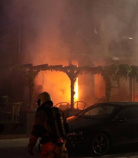 Eetcafé't Stuupke in Haaksbergen verwoest door grote brand