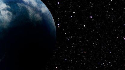 Enorme 'losgeslagen' planeet met mysterieuze gloed verstomt astronomen