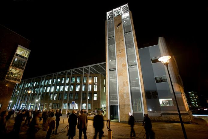 De ingebruikname van het carillon in het Veenendaalse gemeentehuis in 2011.