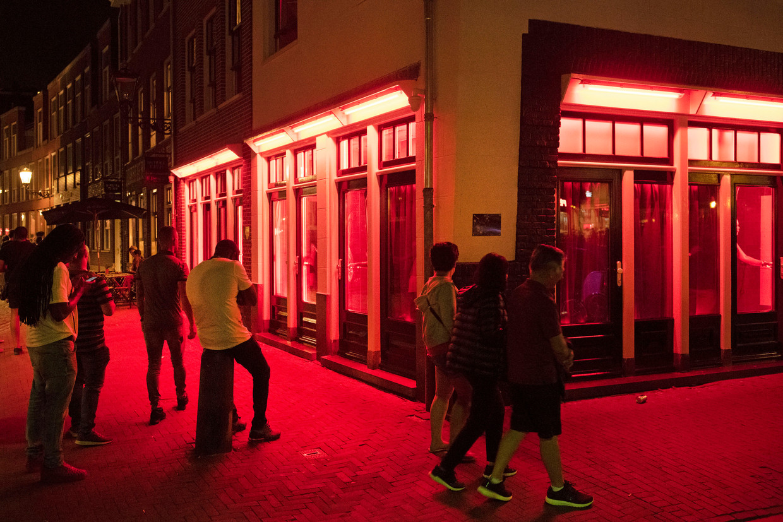 Er zijn in het centrum nog zo'n 350 ramen waarachter sekswerkers hun werk doen.  Beeld Olaf Kraak/HH
