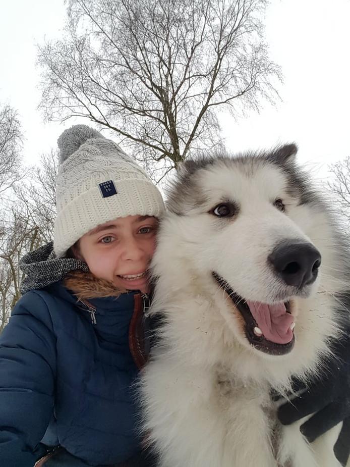 Claudia Pijpers en haar hond Harley willen veilige omheinde uitlaatplekken in Oosterhout.