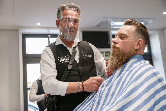 Kapsalon Govaers in Etten-Leur bestaat 65 jaar: zoon Joost Govaers hanteert er inmiddels al 35 jaar de schaar.