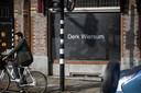 Het kantoor van strafrechtadvocaat Peter Plasman heeft een etalage ingericht als eerbetoon aan collega Derk Wiersum. Wiersum werd bij zijn huis in Amsterdam geliquideerd.