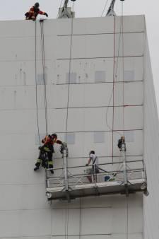 Brandweer bevrijdt man uit vastzittende bak van 12e verdieping Erasmus MC