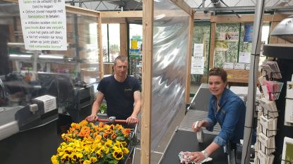 """Tuincentrum Bloemenland is klaar voor heropening: """"Al duizenden bloemen weggegeven, veel langer mocht het niet duren"""""""