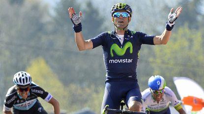 Valverde triomfeert weer in hypernerveuze Waalse Pijl