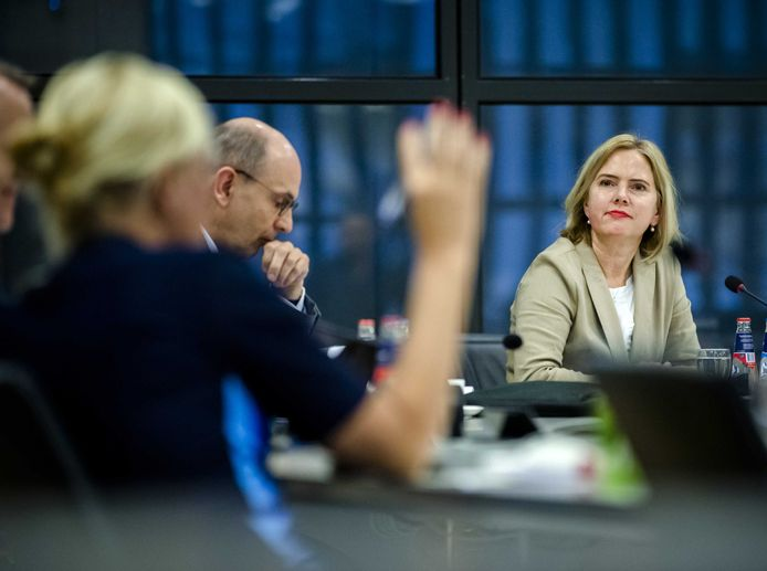 Minister Cora van Nieuwenhuizen (Infrastructuur en Waterstaat) tijdens een notaoverleg over de luchtvaart tijdens de coronacrisis.