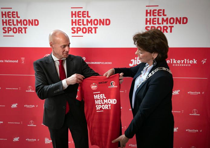 Philippe van Esch (links) neemt afscheid als voorzitter.