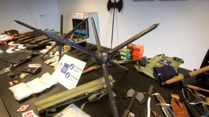 12 arrestaties, groot wapenarsenaal waaronder raketlanceerder gevonden bij inval in clubhuizen Hells Angels