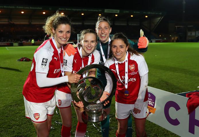 Dominique Bloodworth, Vivianne Miedema, Sari van Veenedaal en Daniëlle van de Donk, de vier Nederlandse speelsters van Arsenal.