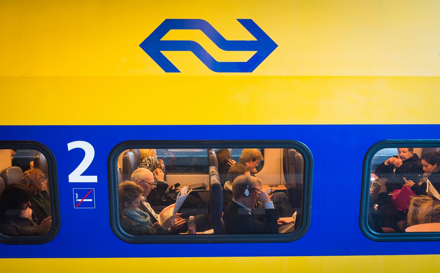 Foto ter illustratie. Voor het initiatief Anders Reizen voeren 41 Nederlandse bedrijven maatregelen in om zakelijk reizen duurzamer te maken. Werknemers worden onder meer aangespoord met het openbaar vervoer naar hun werkplek te reizen.