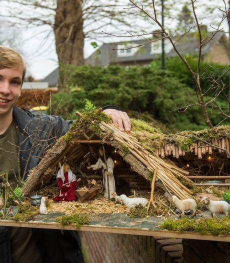 Geen levende kerststal in Waalre dit jaar, maar de mini-replica van Jesper (15) is gelukkig wel te zien