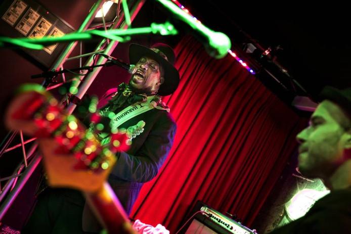 Bluesroute in het Muziekcafé met Lord Bishop Rocks tijdens een vorige editie van het Bluesroute-festival. Archieffoto René Manders