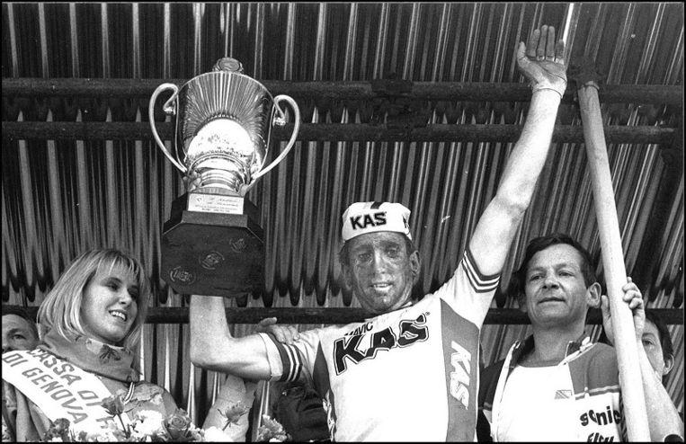 Sean Kelly hier na zijn zege in Milaan-Sanremo van 1986. Het Ierse wielericoon won de ronde van zijn thuisland vier keer.
