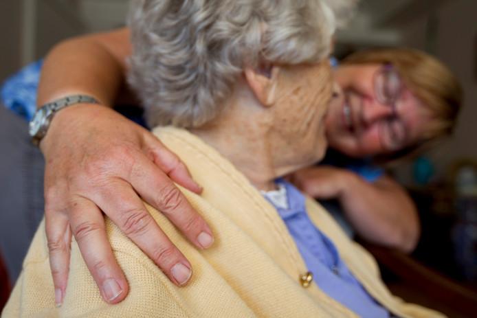 Ouderen kunnen met een maatje de eenzaamheid te lijf gaan.