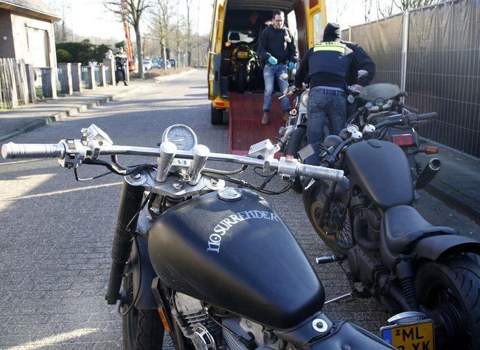 Bij de aanhouding in Hulst, vorige week, werden ook motoren in beslag genomen.
