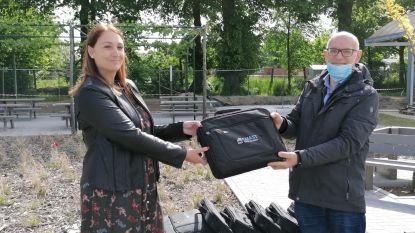 Bedrijven schenken laptops aan Sint-Jorisinstituut voor afstandsonderwijs
