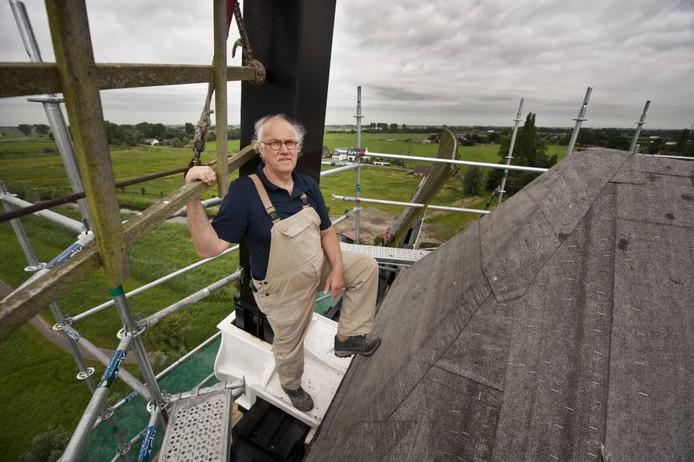 Molen De Arend staat momenteel in de steigers. Het dakleer op de kap moet eens in de 25 jaar worden vervangen. foto Edwin Wiekens/het fotoburo