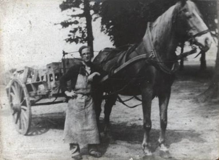Een beeld uit de oude doos toen alles nog met paard en kar werd gedaan.