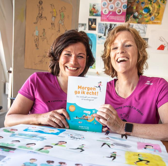 In het hardloopboek 'Morgen ga ik echt!' delen Marijke ten Cate (links) en Corien Oranje hun hardloopervaringen.