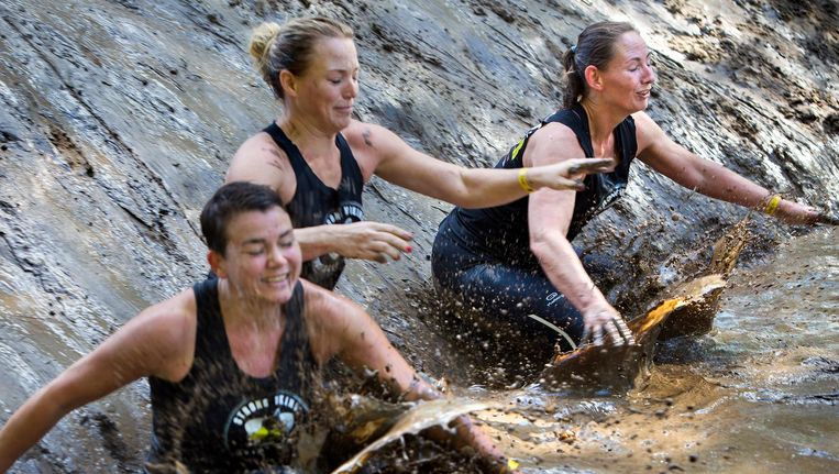 Deelnemers aan de Mud Masters in Biddinghuizen; niet degenen die in het verhaal voorkomen. Beeld Najib Nafid
