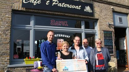 Uitbaters café 't Patersvat steunen Kinderkankerfonds