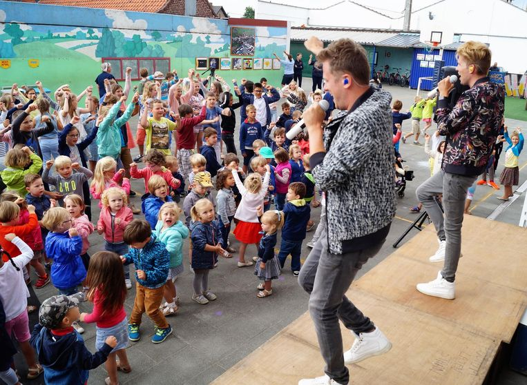 Kinderpopduo Blitz gaf gisteren een optreden in de Marialoopschool.