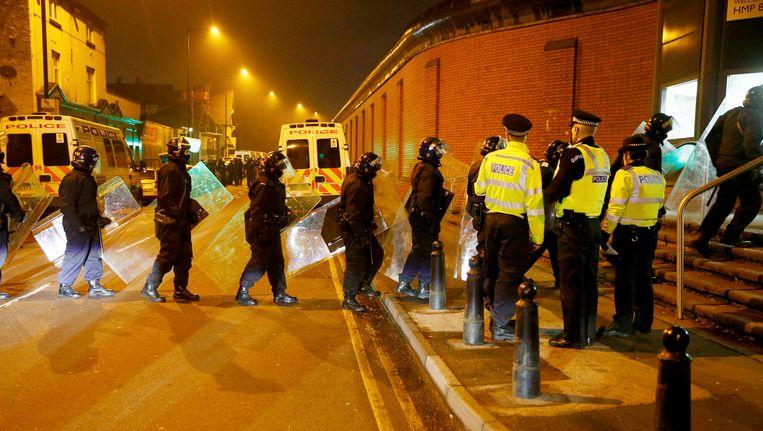 Oproerpolitie moet een einde maken aan de gevangenisopstand in Birmingham. Beeld REUTERS
