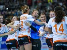 Gouden handbalsters door het dolle na historische WK-zege: 'Hopelijk Nederland trots gemaakt'