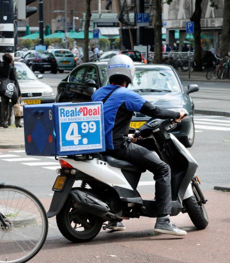 Gevangenisstraf voor Rotterdammer die bezorger van 85 euro en twee pizza's beroofde