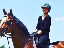 Une jeune femme meurt après avoir reçu un coup de son cheval au visage