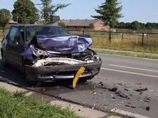 Twee gewonden bij botsing drie auto's in Otterlo