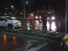 Fietsster gewond bij aanrijding op rotonde in Ede