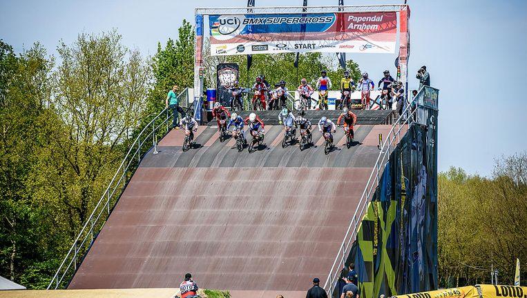 De starttoren op sportcentrum Papendal. Vanaf de start kunnen de BMX'ers de ketting niet zien. Beeld null