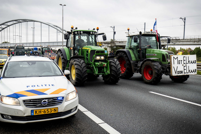 Door de protestactie van de boeren ontstonden lange files op de snelwegen, waardoor leerlingen van het Comenius College niet naar Duinrell konden.