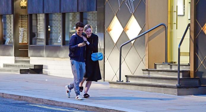 """Max Minghella et Elle Fanning, le réalisateur et l'actrice principale de """"Teen Spirit""""."""