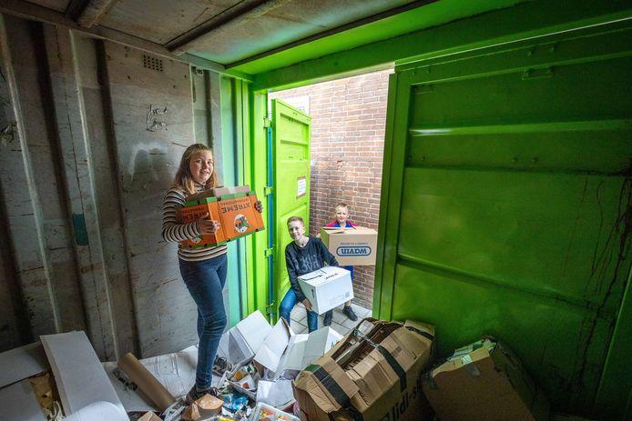 De inzameling van oud papier gebeurt in Steenwijk en Tuk nu door een aantal verenigingen, waaronder de OPA.