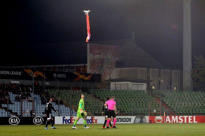 Un drone portant le drapeau de Haut-Karabagh a survolé le stade durant le match entre Dudelange et Qarabag.