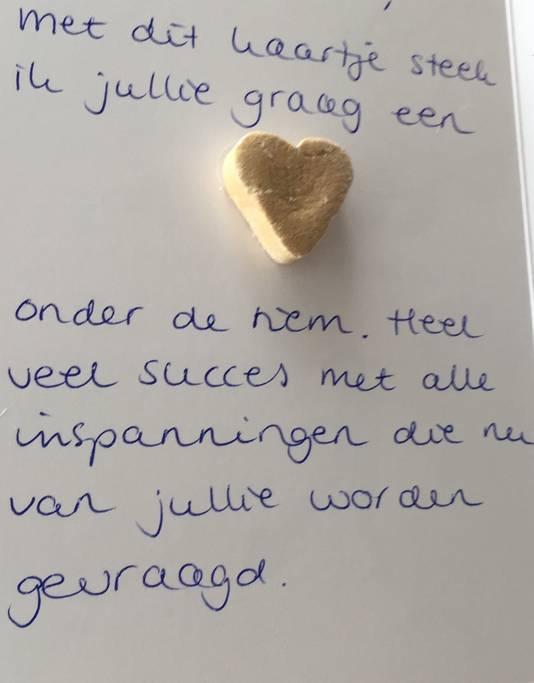 Lianne Jongsma stuurt kaartjes met snoepjes aan docenten. Even een hart onder de riem.