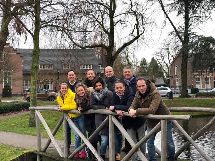 Het bestuur van stichting Dwèrs op het ijs met van links naar rechts Brigit Span, Frank den Toonder, Inge Jacobs-Koelink, Marc Faase, Anne van Och, Francois van Och, René Filippini,  Fedde Boersma en Boudewijn Elmans.