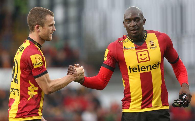 Benjamin Mokulu (hier rechts van Steven De Petter bij KV Mechelen).