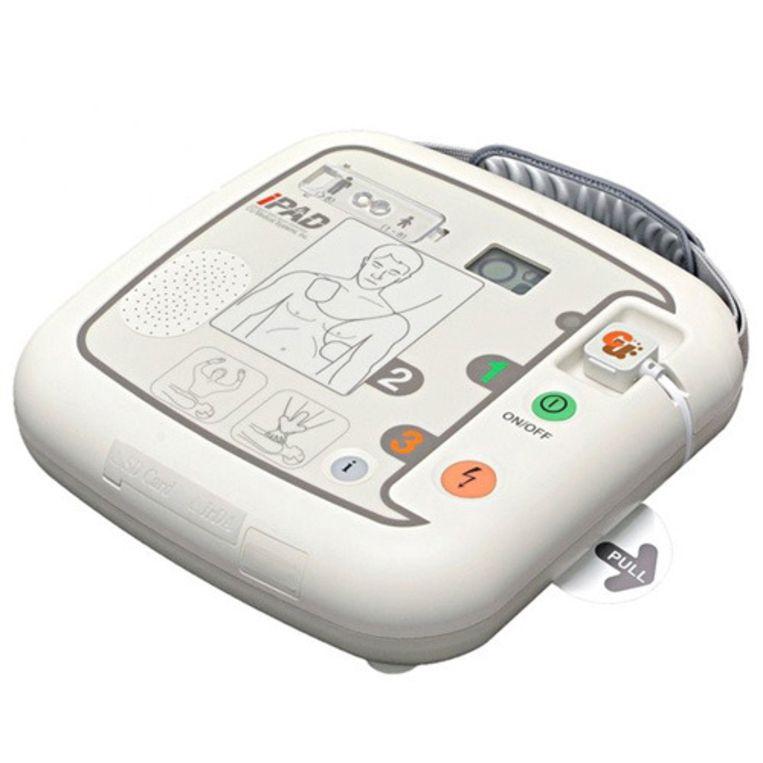 Een voorbeeld van de defibrillator die vanaf morgen in de kribbe zal hangen.