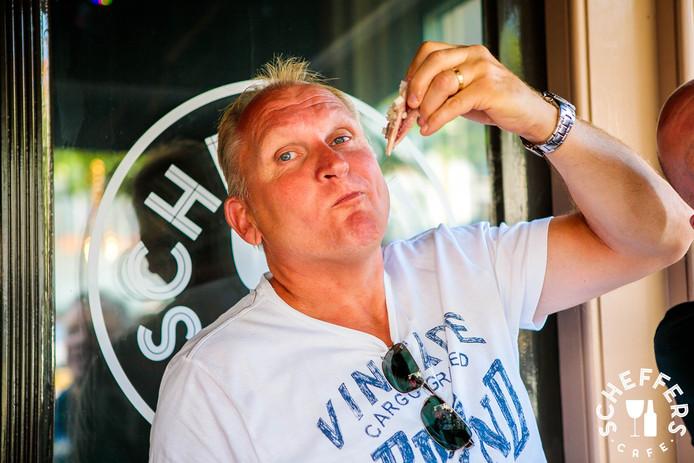 Vlak voor zijn verdwijning verscheen Dirk geregeld op feestjes, zoals op 30 juli bij het haringhappen bij stamkroeg Scheffers.
