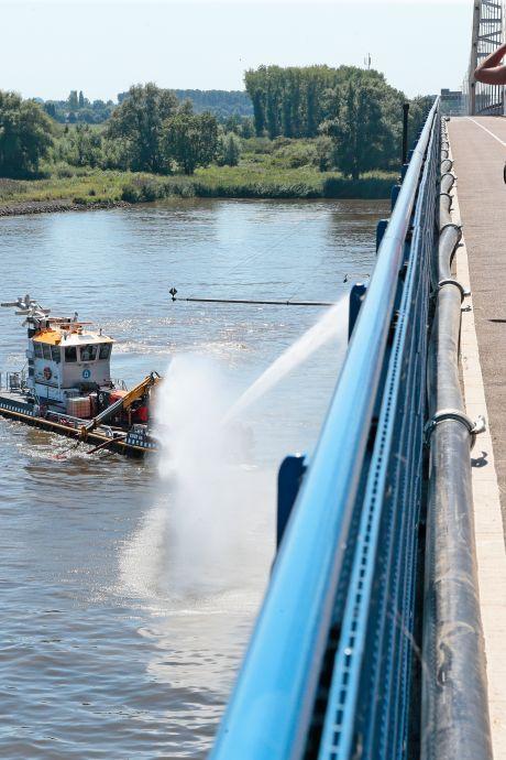 Hitteproblemen bij de Merwedebrug verleden tijd: Rijkswaterstaat 'snijdt' een stuk van de klep af