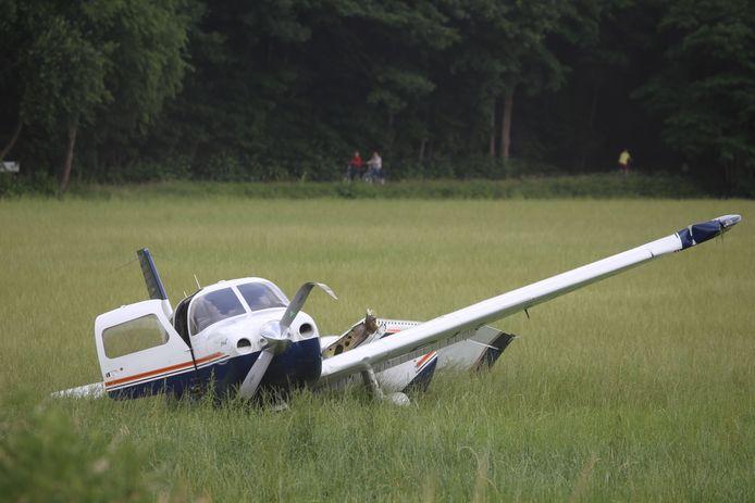 Vliegtuigje gecrasht op Breda International Airport