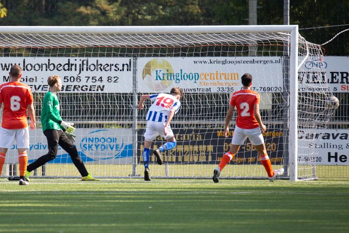 Archiefbeeld Gio van de Wege maakt de 0-1 voor Steenbergen