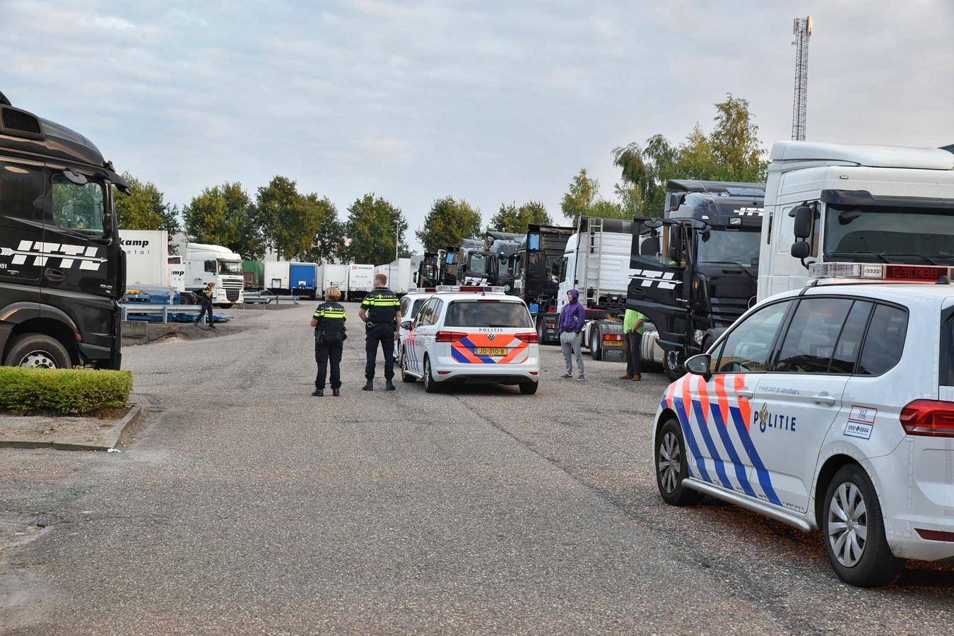 Politie rukt uit voor de steekpartij aan de Aletta Jacobsweg in Tilburg.