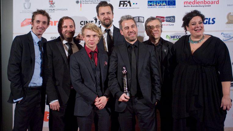 Geoffrey Enthoven (midden) met de cast van 'Hasta la vista'.
